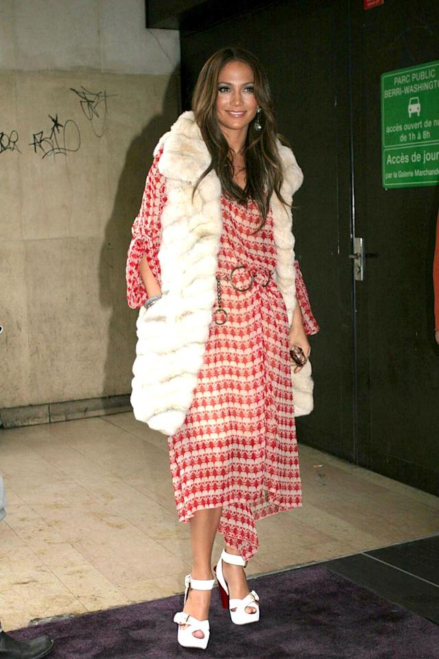 """Someone call PETA. When will Jenny learn that real fur isn't fashionable? And don't get us started on that tablecloth of a dress. Hopefully the actress/singer/mommy-to-be will stop trying so hard next year. <a href=""""http://www.splashnewsonline.com"""" target=""""new"""">Splash News</a> - March 23, 2007"""