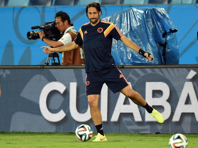Colombia's defender Mario Alberto Yepes takes part in a training session at the Pantanal Arena in Cuiaba on June 23, 2014 (AFP Photo/Toshifumi Kitamura)