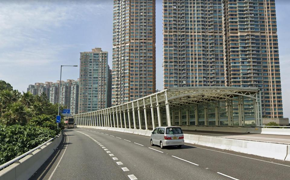 The teenager managed to get the taxi driver to stop on Ma On Shan Bypass. Photo: Google Map