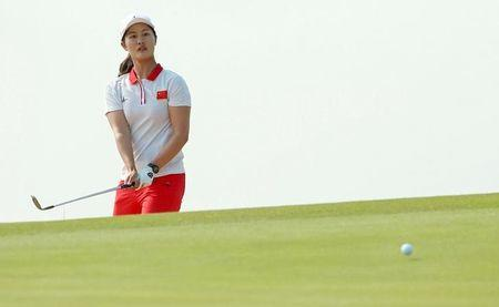 FILE PHOTO: 2016 Rio Olympics - Golf -  Women's Individual Stroke Play - Olympic Golf Course - Rio de Janeiro, Brazil - 18/08/2016.  Xiyu Lin (CHN) of China watches her chip shot on to the second green during second round women's Olympic golf competition.    REUTERS/Kevin Lamarque/File Photo