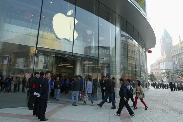 BEIJING, CHINA - OCTOBER 20:  Chinese customers enter the newly opened Apple Store in Wangfujing shopping district on October 20, 2012 in Beijing, China. Apple Inc. opened its sixth retail store on the Chinese mainland Saturday. The new Wangfujing store is Apple's largest retail store in Asia.  (Photo by Feng Li/Getty Images)