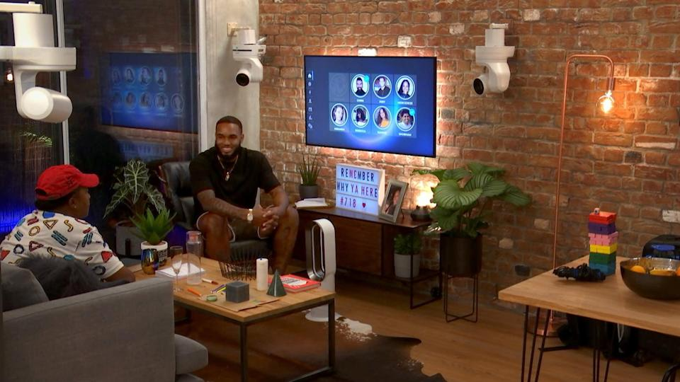 THE CIRCLE, from left: contestants Karyn Blanco, Antonio DePina, 'Planning Doubt', (Season 1, ep. 104, aired January 1, 2020). photo: Netflix / Courtesy Everett Collection