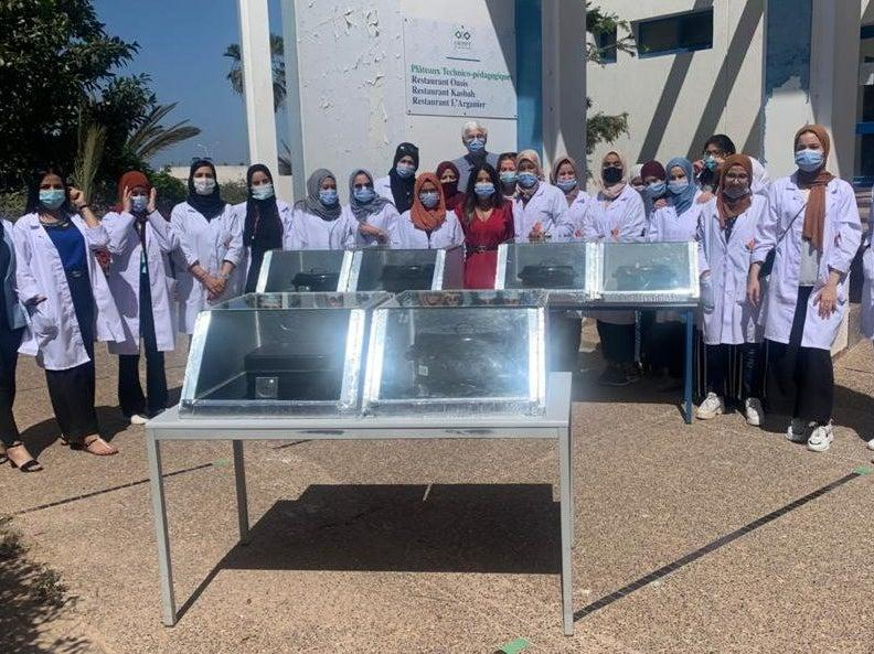 20 young female technicians from Morocco's Souss-Massa region were trained to make solar cookers. Traditionally, wood and butane gas are used, especially in the rural world, for cooking, despite their negative impact on people's health and the environment (WECF)
