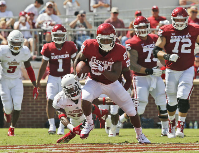 "Oklahoma wide receiver <a class=""link rapid-noclick-resp"" href=""/ncaaf/players/256445/"" data-ylk=""slk:Lee Morris"">Lee Morris</a> (84) blocked a punt and had a 65-yard touchdown catch in Week 1. (AP Photo/Sue Ogrocki)"