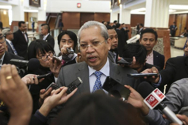 Tan Sri Annuar Musa speaks to reporters at Parliament in Kuala Lumpur November 12, 2018. — Picture by Azneal Ishak