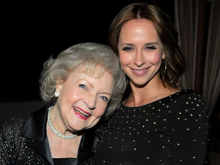 betty white jennifer love hewitt