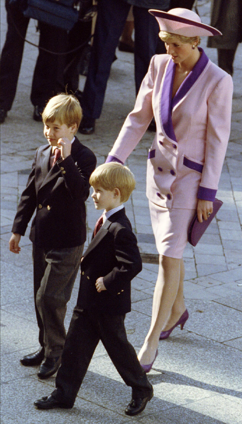 Diana, Princess of Wales is seen arriving at a memorial service with her sons William (L) and Harry during the 50th anniversary of the Blitz of London in this October 1990 file photograph. . Britain's Prince William is to marry his long-term girlfriend Kate Middleton next year, Buckingham Palace said on November 16, 2010. REUTERS/Chris Helgren/Files   (BRITAIN - Tags: ENTERTAINMENT SOCIETY ROYALS)