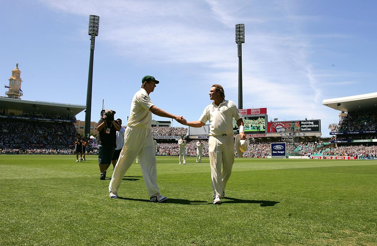 SYDNEY, AUSTRALIA - JANUARY 05:  Glenn McGrath (L) and Shane Warne of Australia shake hands as they leave the field during day four of the fifth Ashes Test Match between Australia and England at the Sydney Cricket Ground on January 5, 2007 in Sydney, Australia.  (Photo by Hamish Blair/Getty Images)