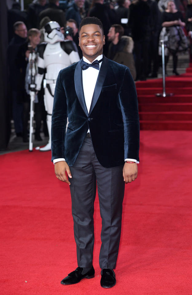 <p>The film's most stylish star arrived in a velvet navy tuxedo. <i>[Photo: Getty]</i> </p>