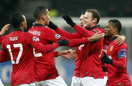 Manchester United's Nani, Chris Smalling, Ryan Giggs, Wayne Rooney and Patrice Evra (L-R) celebrate after Bayer Leverkusen's Emir Spahic scored an own-goal during their Champions League Group A soccer match at the BayArena in Leverkusen November 27, 2013. REUTERS/Wolfgang Rattay