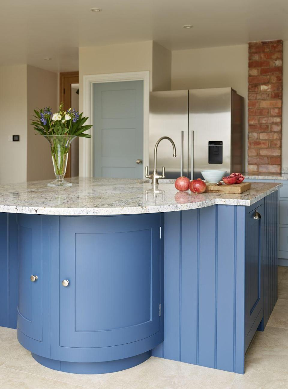 """<p>Switch things up with unconventional shapes for your kitchen island design. Unique shapes like curves will highlight your personality, while also adding character. </p><p>• 'Arbor' kitchen from <a href=""""https://www.harveyjones.com/our-kitchens/arbor-kitchens"""" rel=""""nofollow noopener"""" target=""""_blank"""" data-ylk=""""slk:Harvey Jones"""" class=""""link rapid-noclick-resp"""">Harvey Jones</a><br></p>"""