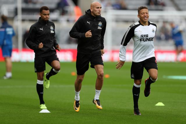 <p>Newcastle United's Jonjo Shelvey and Dwight Gayle (R) during the warm up before the match REUTERS/Scott Heppell </p>