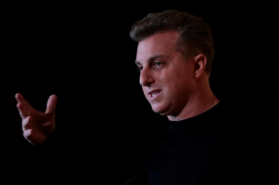 Brazilian television host Luciano Huck speaks during a forum hosted by the news magazine Veja in Sao Paulo, Brazil November 27, 2017. REUTERS/Leonardo Benassatto