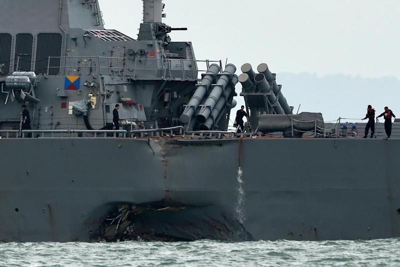 GettyImages-836078054 USS John S McCain damage