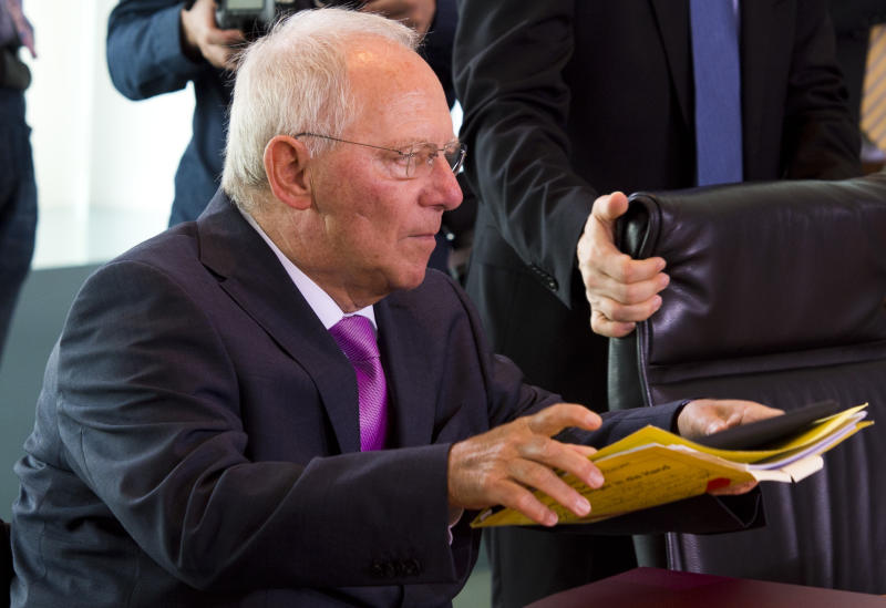 Wolfgang Schaeuble arrives for a weekly meeting of the German cabinet at the chancellery in Berlin July 9, 2014 (AFP Photo/John Macdougall)