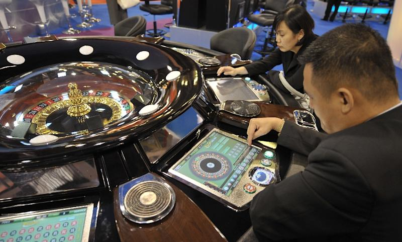 Casino operators in Macau are trying to lure mass market Chinese visitors to make up for the drop in high-roller gamblers who comprise the bulk of the city's gaming income (AFP Photo/Mike Clarke)