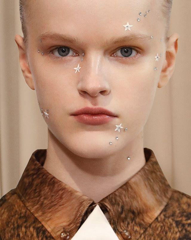 """<p>These genius little star accents from the Burberry runway have basically singlehandedly convinced me to step out of my makeup comfort zone this fall. DW, you don't need to deck out your entire face in decals and stickers if that's not your thing—just <strong>tack on a couple gems around your eyes or along your cheekbones</strong> for a simple (and very IG-worthy) look.</p><p><strong>✨ Recreate it with:</strong> <a href=""""https://go.redirectingat.com?id=74968X1596630&url=https%3A%2F%2Fwww.ulta.com%2Fgem-on-decorative-face-body-jewels%3FproductId%3Dpimprod2022295%26sku%3D2577792&sref=https%3A%2F%2Fwww.cosmopolitan.com%2Fstyle-beauty%2Fbeauty%2Fg35680349%2Ffall-2021-makeup-trends%2F"""" rel=""""nofollow noopener"""" target=""""_blank"""" data-ylk=""""slk:BH Cosmetics Gem On Decorative Face & Body Jewels"""" class=""""link rapid-noclick-resp"""">BH Cosmetics Gem On Decorative Face & Body Jewels</a></p><p><a href=""""https://www.instagram.com/p/CLmKaUmgCZD/"""" rel=""""nofollow noopener"""" target=""""_blank"""" data-ylk=""""slk:See the original post on Instagram"""" class=""""link rapid-noclick-resp"""">See the original post on Instagram</a></p>"""