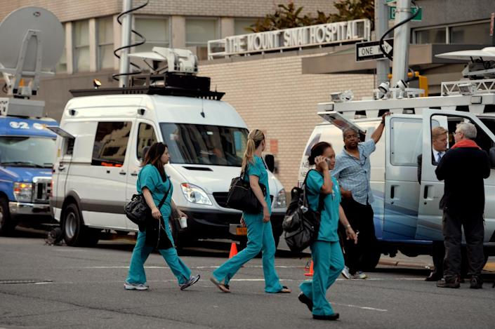 Television trucks outside Mount Sinai Hospital in New York where a male patient who recently travelled to West Africa is being tested for the Ebola virus, August 4, 2014 (AFP Photo/Stan Honda)