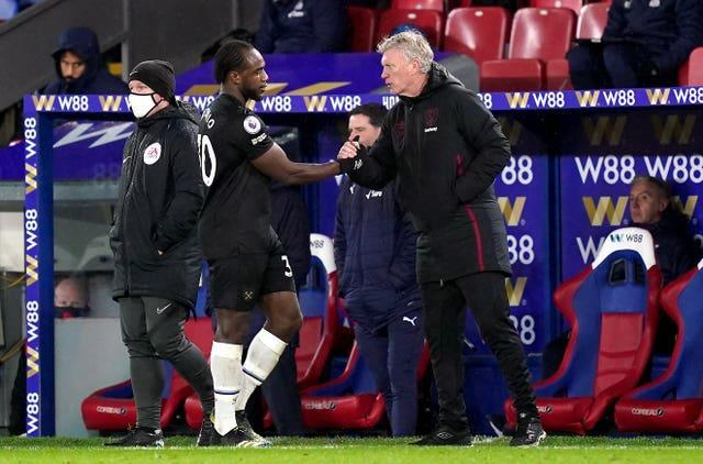 David Moyes with Michail Antonio as he is substituted
