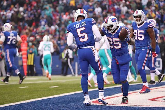 "<a class=""link rapid-noclick-resp"" href=""/nfl/players/24967/"" data-ylk=""slk:Tyrod Taylor"">Tyrod Taylor</a> makes a house call. He's a late-round quarterback worth targeting. (Getty Images)"