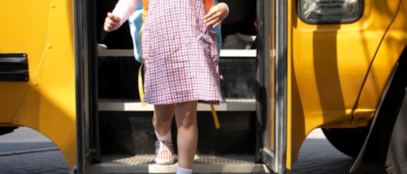 Kindergartener takes bus to wrong school, says she's a new student, school totally buys it