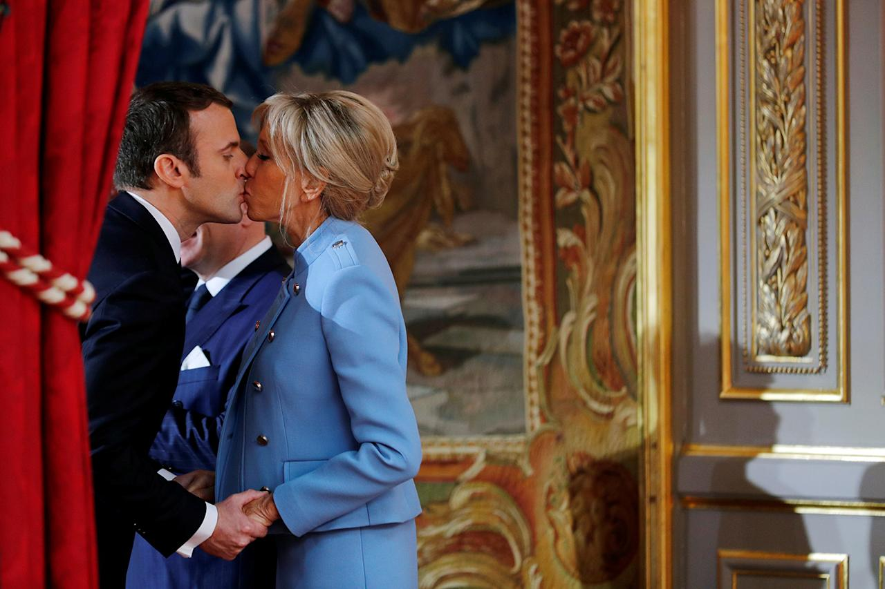 <p>French President Emmanuel Macron kisses wife Brigitte Trogneux during the handover ceremony with the outgoing president in Paris, May 14, 2017. (Photo: Philippe Wojazer/Reuters) </p>