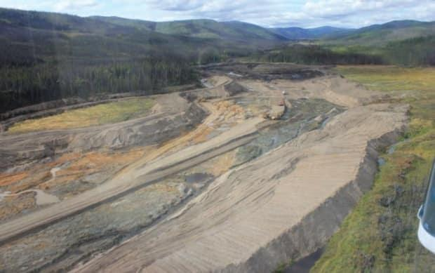 A photo of Stuart Placer Ltd., looking upstream on Black Hills Creek in 2014. This image is included in a 2014 Government of Yukon report on Yukon's placer mining industry. (Yukon Department of Energy, Mines and Resources - image credit)