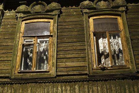 A cat leans out of a window on a hot and muggy night in Samara, Russia, July 3, 2018. REUTERS/Dylan Martinez