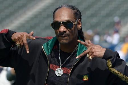 University of Kansas sorry for Snoop Dogg show with stripper poles