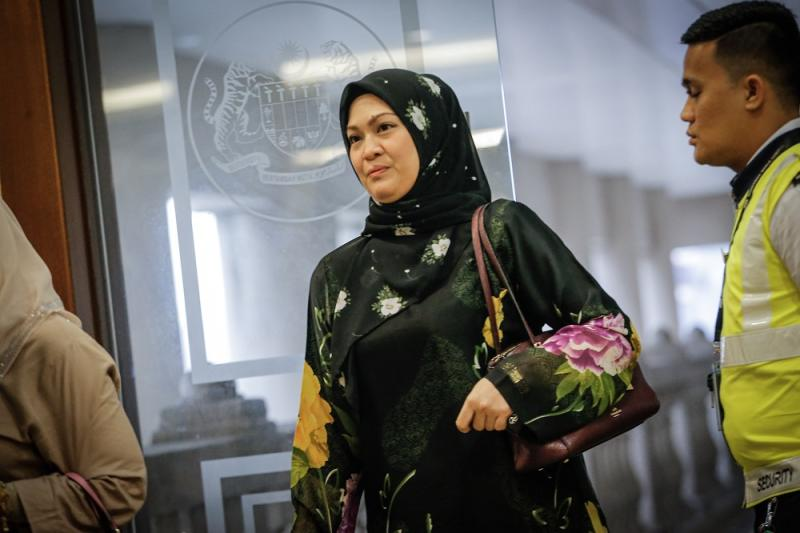 SSM executive Pinny Aznan leaves the courtroom at the Kuala Lumpur High Court November 18, 2019. — Picture by Hari Anggara