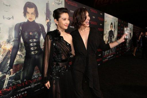 "Actresses Li Bingbing (L) and Milla Jovovich arrive at the Los Angeles premiere of ""Resident Evil: Retribution"""
