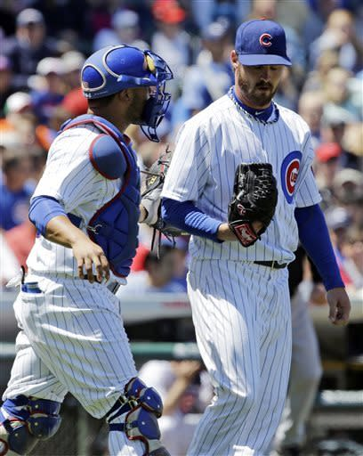 Chicago Cubs starter Travis Wood, right, listens to catcher Welington Castillo during the second inning of a baseball game against the Pittsburgh Pirates, Friday, June 7, 2013, in Chicago. (AP Photo/Nam Y. Huh)