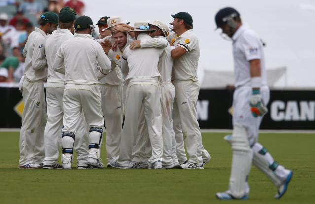Australia's Steven Smith (C) celebrates with teammates after taking the wicket of England's Ian Bell (R) during the fourth day of the second Ashes test cricket match at the Adelaide Oval December 8, 2013. REUTERS/David Gray (AUSTRALIA - Tags: SPORT CRICKET)