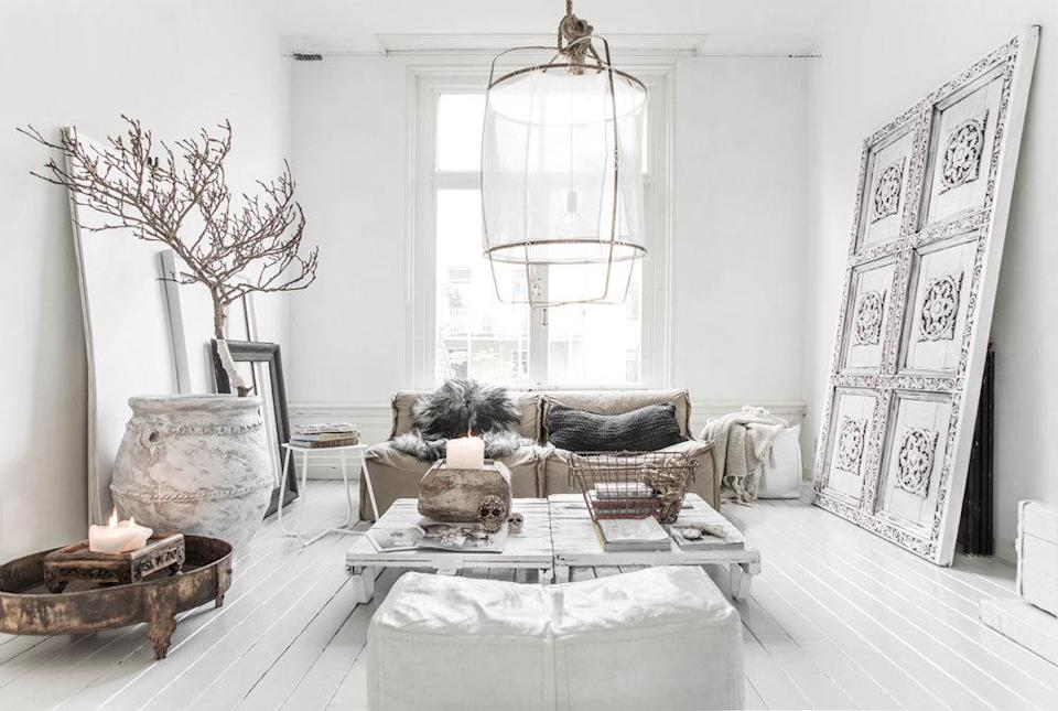 "<p>This living room feels like a sanctuary with it's all white theme mixed in with earthly details.<i><a href=""http://minimalblogs.com/category/interior/white-interiors/"" rel=""nofollow noopener"" target=""_blank"" data-ylk=""slk:[Photo: Minimal Blog]"" class=""link rapid-noclick-resp""> [Photo: Minimal Blog]</a></i></p>"