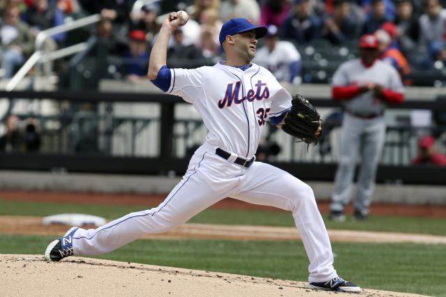 New York Mets starting pitcher Dillon Gee throws in the second inning of a baseball game against the Cincinnati Reds at Citi Field, Saturday, April 5, 2014, in New York. (AP Photo/John Minchillo)
