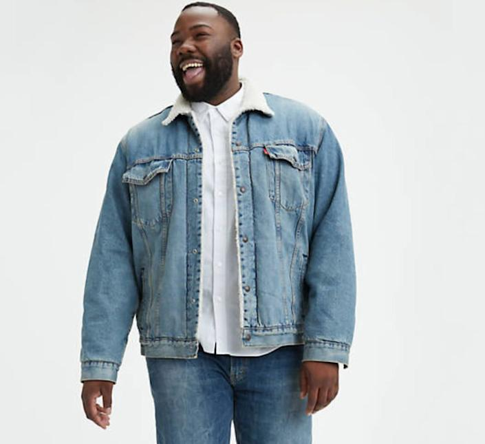 """This jacket comes in sizes 2XL to 5XL. <a href=""""https://fave.co/2NEVSVY"""" rel=""""nofollow noopener"""" target=""""_blank"""" data-ylk=""""slk:Find it at Levi's"""" class=""""link rapid-noclick-resp""""><strong>Find it at Levi's</strong></a>."""