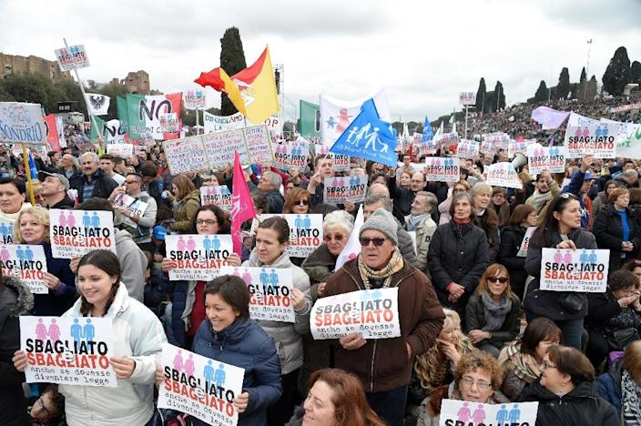 """Thousands of demonstrators holding placards reading """"wrong and wrong"""" take part in the 'Family Day' rally at the Circus Maximus arena in Rome, on January 30, 2016 (AFP Photo/Andreas Solaro)"""