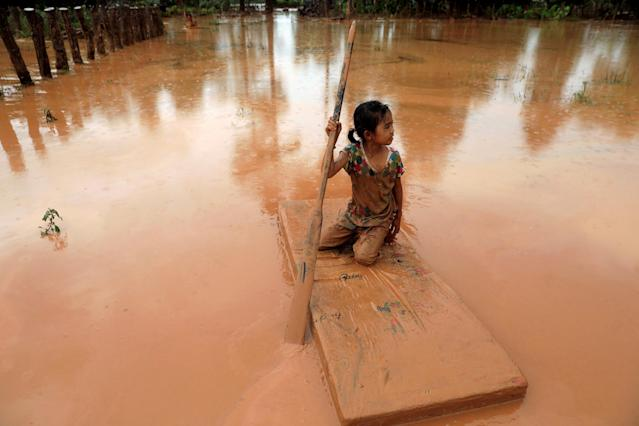 <p>A girl uses a mattress as a raft during the flood after the Xepian-Xe Nam Noy hydropower dam collapsed in Attapeu province, Laos, July 26, 2018. (Photo: Soe Zeya Tun/Reuters) </p>