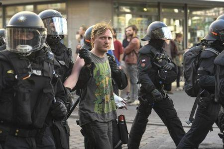 G20 : 3rd night of clashes between police and protesters in Hamburg
