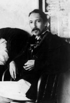 Photograph of Robert Louis Stevenson in black and white.