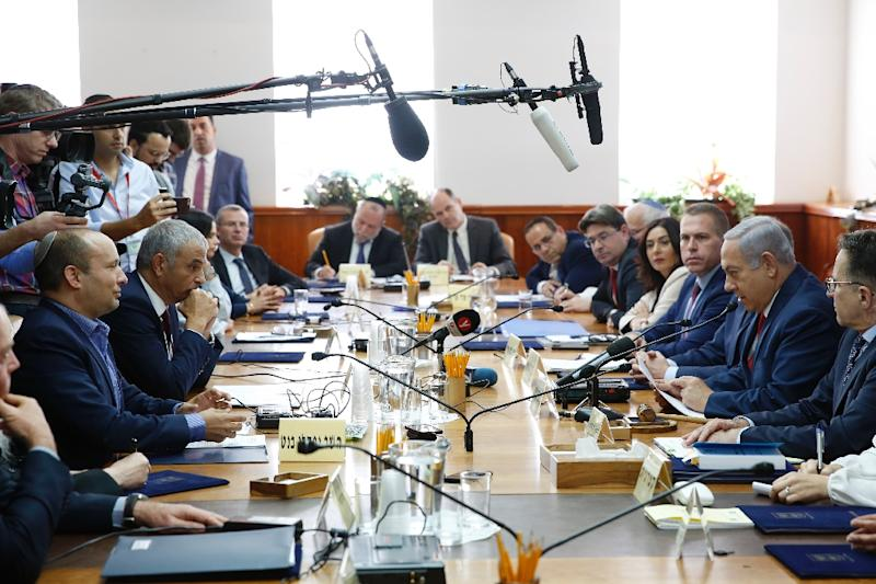 Israeli Prime Minister Benjamin Netanyahu (2nd-R), Education Minister Naftali Bennett (1st-L) and finance minister Moshe Kahlon (2nd-L) attend the weekly cabinet meeting in Jerusalem, on November 18, 2018 (AFP Photo/ABIR SULTAN)