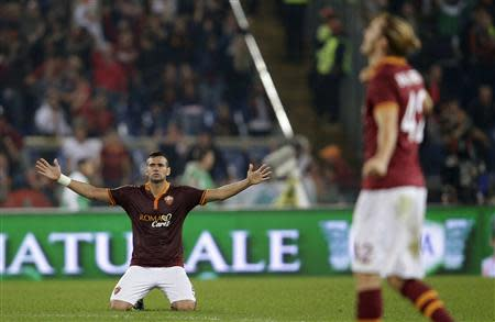 AS Roma's Leandro Castan (L) reacts during his Italian Serie A soccer match against Chievo Verona at the Olympic stadium in Rome October 31, 2013. REUTERS/Max Rossi