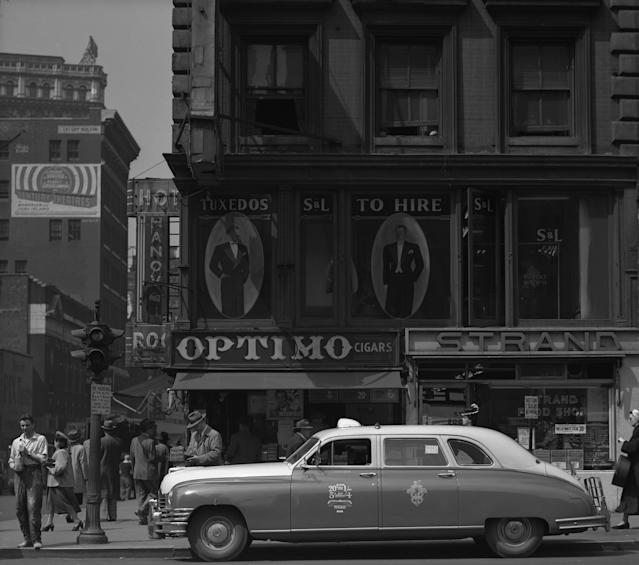 <p>Sixth Avenue, 1948. (© Todd Webb Archive) </p>