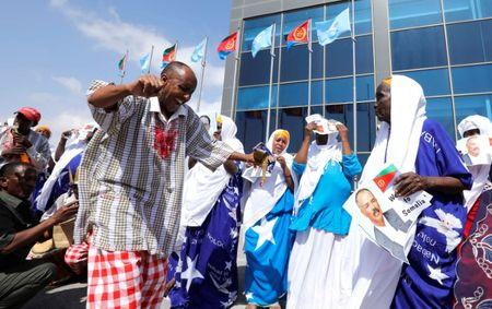 Traditional Somali dancers welcome Eritrea's President Isaias Afwerki at the Aden Abdulle International Airport in Mogadishu, Somalia December 13, 2018. REUTERS/Feisal Omar
