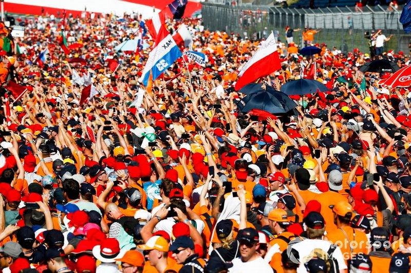 "Dutch fans storm the Red Bull Ring to celebrate the victory of Max Verstappen<span class=""copyright"">Glenn Dunbar / Motorsport Images</span>"