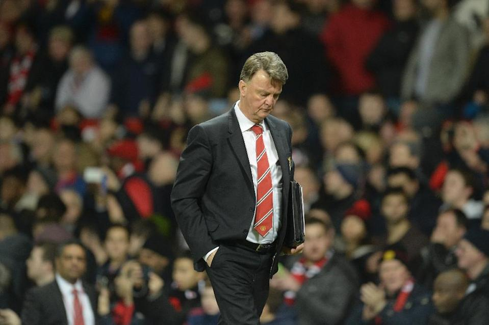 Manchester United manager Louis van Gaal leaves the pitch during the match against Chelsea at Old Trafford in Manchester on December 28, 2015 (AFP Photo/Oli Scarff)