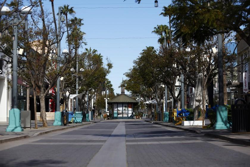 LOS ANGELES, CA-MARCH 18, 2020: An almost emptied Third Street Promenade is seen on a day when significant increases have been implemented to stop the spread of the coronavirus on March 18, 2020 in Los Angeles, California. On Monday President Donald Trump issued guidelines that called for Americans to avoid discretionary travel, shopping and social gatherings of more than 10 people and school-aged students take classes from home. He also advised older people stay home. (Photo By Dania Maxwell / Los Angeles Times)