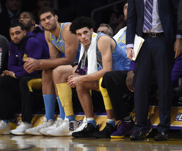 "<a class=""link rapid-noclick-resp"" href=""/ncaab/players/136151/"" data-ylk=""slk:Lonzo Ball"">Lonzo Ball</a> has ridden the bench in each of the Lakers' last two fourth quarters. (Getty)"