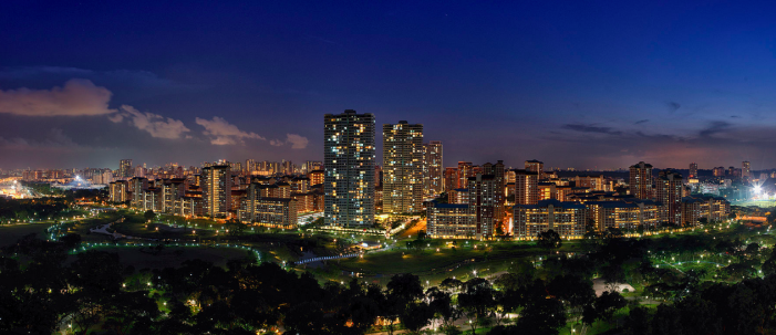 Instead of hanging out at cafes, why not try hanging out at our parks? Bishan Park at Night. (Image Credit: By chensiyuan via Wikimedia Commons)