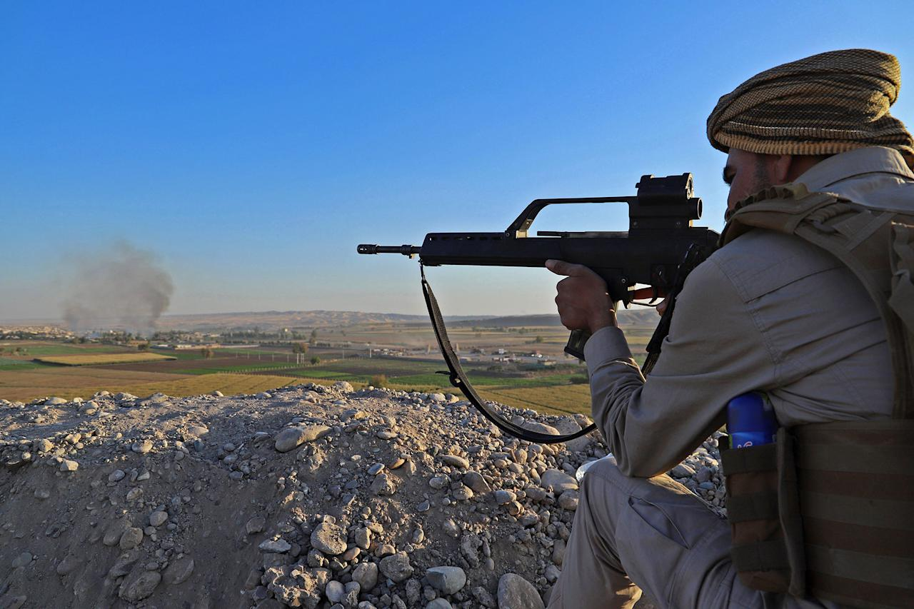 <p>A Peshmerga fighter takes aim from his position at the Altun Kubri checkpoint, 40kms from Kirkuk, on Oct. 20, 2017. (Photo: Marc-Antoine Pelaez/AFP/Getty Images) </p>